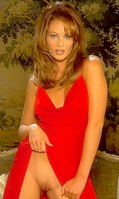 Целует обконченную порно фильм модели с никки андерсон онлайн сисива