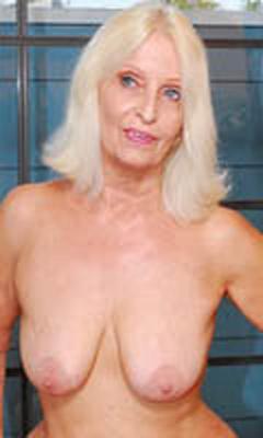 suki waterhouse nipples