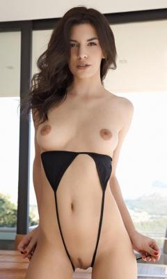 naked big tit brunette women