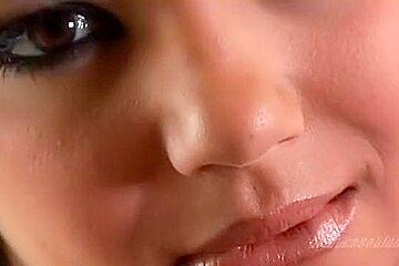 Stars du porno étonnantes Jenna Haze et Ashlynn Brooke dans de gros seins fous, clip lesbien adulte