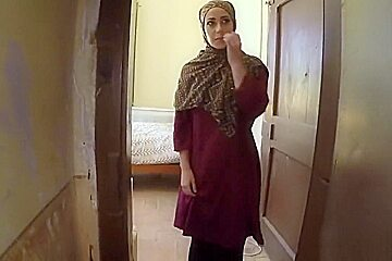 Arab chick blows and rides big fat cock at a hotel room