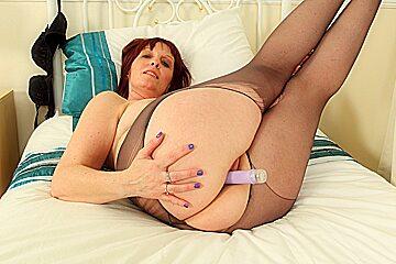 British milf Beau Diamonds toys her creamy cunny