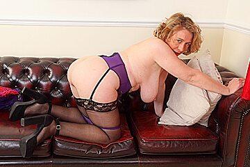 British milf Camilla Creampie works her lady bits