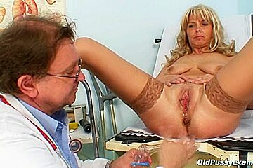 Milf Jirina teached by gyno Doc how to use a dildo
