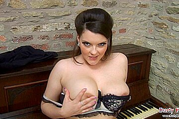 Musical Toni Leanne Plays Melons