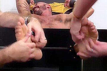Sexy muscular Alessio Romero gets a good tickle session