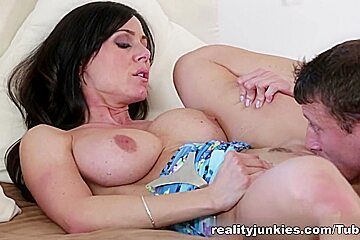 Kendra Lust gets fingered and sucks well