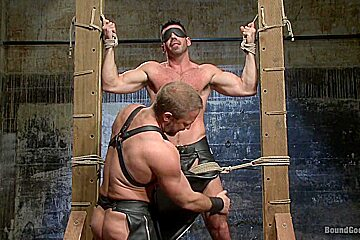 BoundGods : House dom Dirk Caber and a new muscle god