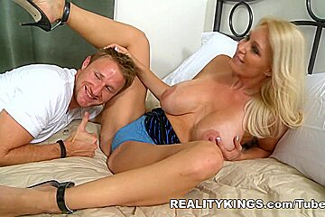 MilfHunter - Picture perfect