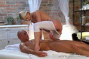 Mom xxx: Blonde MILF takes his lengh