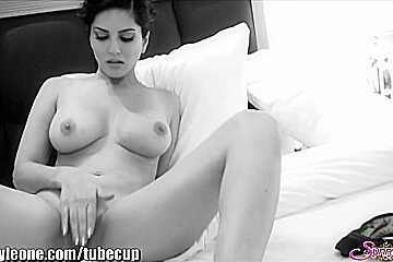 SunnyLeone Sunny Leone in her new BLACK & WHITE VIDEO!
