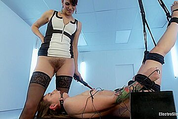 Electrosex Queen Bobbi Starr Gets Her Luscious Ass Worshipped by Missy Minx