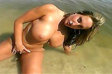 Heavenly buxomy Michelle Malone