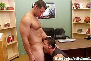 Bigcock jocks take turns sucking