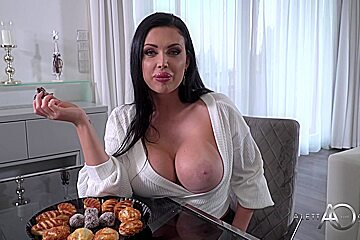 Aletta Ocean - A Warm Welcome