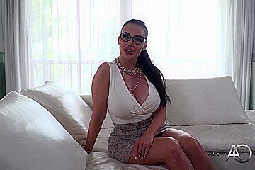 Aletta Ocean-meet The Psychologist