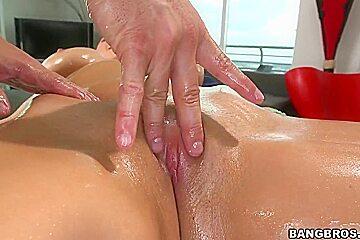 Man bangs Missy Martinez after sex massage