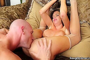Veronica Avluv & Johnny Sins in Seduced by a Cougar