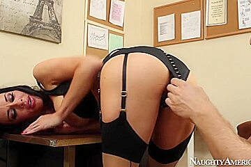 Veronica Avluv & Danny Wylde in Naughty Office