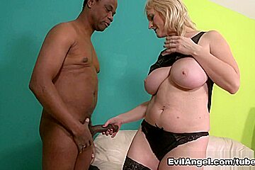 Monika Wipper,Carlos E in Anal Cougars, Scene #02