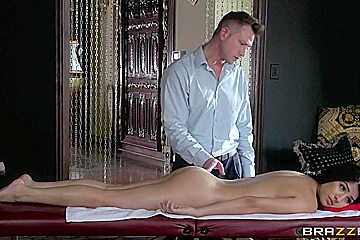 Dirty Masseur: Try Before You Buy. Megan Salinas, Bill Bailey