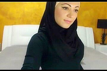 Sexy Hijabi Girl on Cam