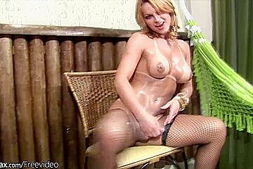 Thick cocked tranny strokes herself hard until she cums