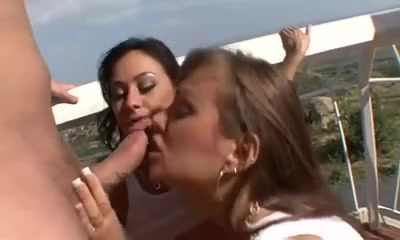 Jessica Valentino & Nika Noir cumswapping