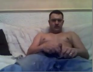 Maduro bien caliente muestra la verga y se masturba un poco Sexy oiled fat girl