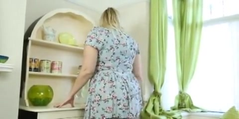British BBW bends over and flashes her fat ass