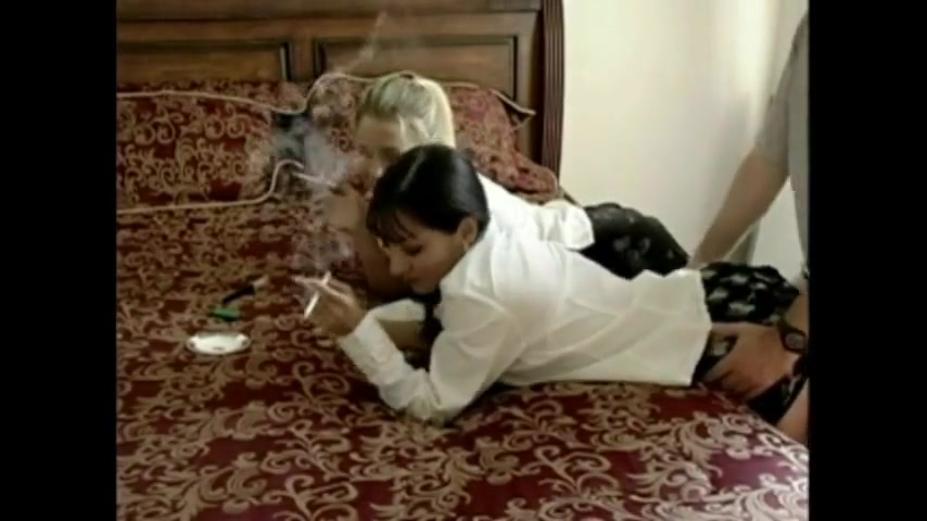 TWO college girl SMOKING AND DOGGY White blonde babe showing her perfect ass