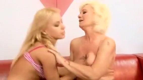 Lesbiab fucks Strapon sexe