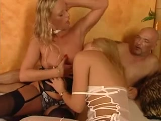 Three-Some German Cum Teen Ausbildung in BDSM