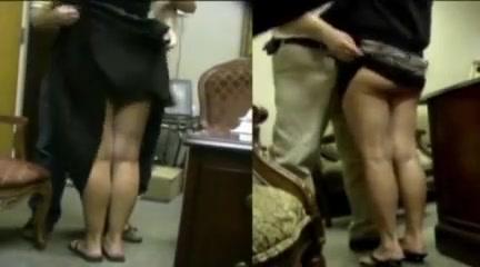 Amsterdam baas houdt van zijn secretaresse milfs Wife swallows dick