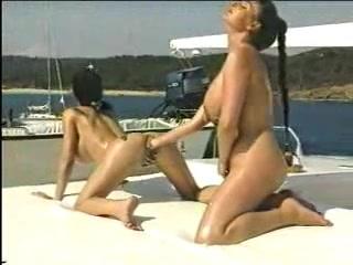 Sext Petite masturbate lesbianas