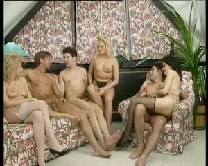 AUBERGE ANAL Lesbian locker room mgp
