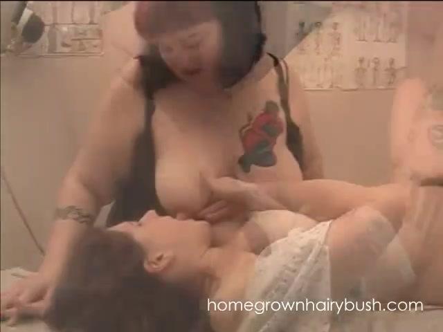 Lesbia fucks Boobies sexo