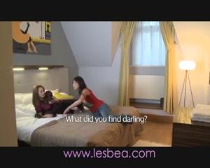 Closet Milfer masturbatian lesbias
