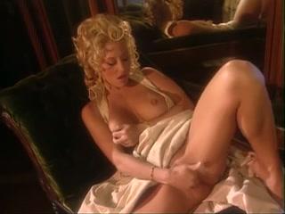 Jill kelly rubbing she dildo in her ass