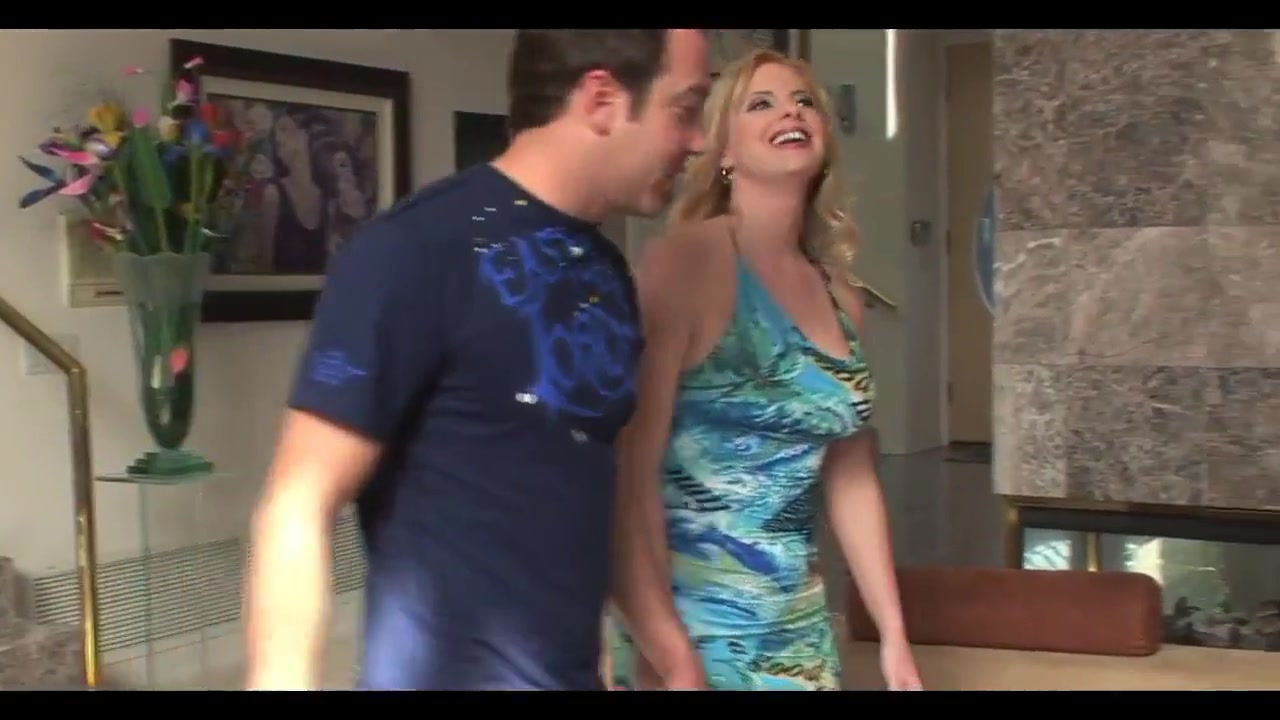Gorgeous blonde cougar in heat with junior dude