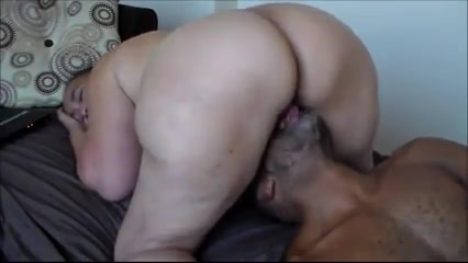 Thick Yellow Bone MILF getting yoga pants ass gif and pussy