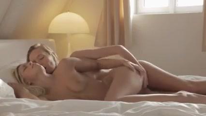 Vidio Lesbo fuck orgasam