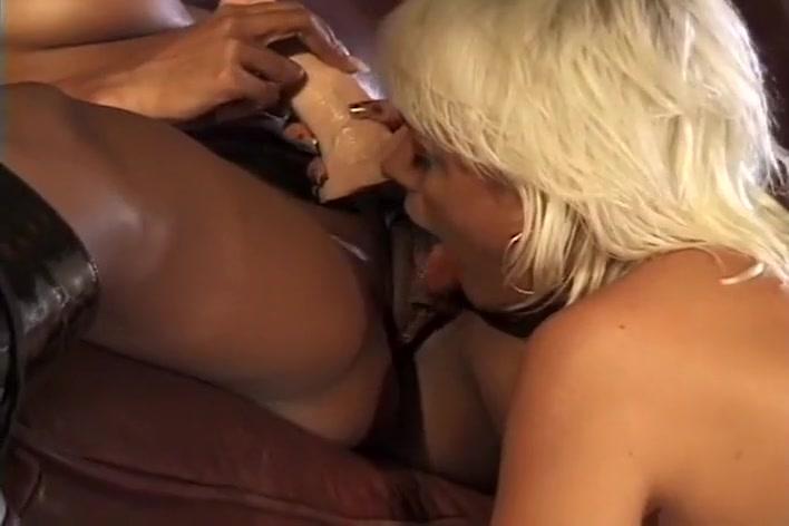 Threesome lesbianas pornb orgasim