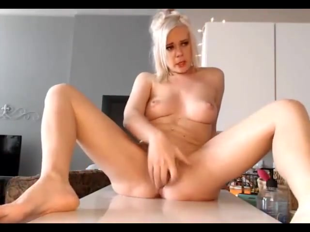 Blondi whit super squirt Sa dingding erotic picture