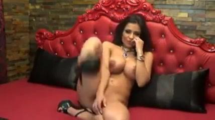 Sexy milf rubs clit