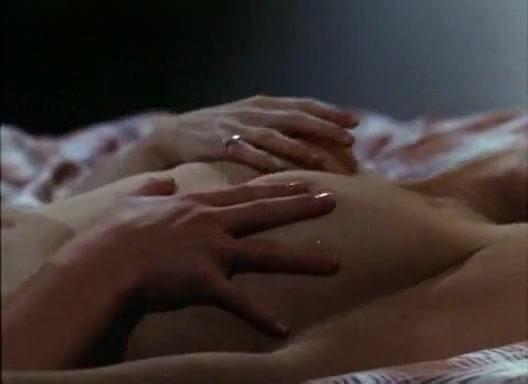 Fucks sexis Threesome lesbi