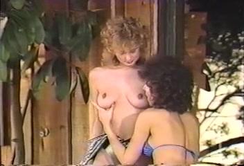 Lesbia licking Strapon porne