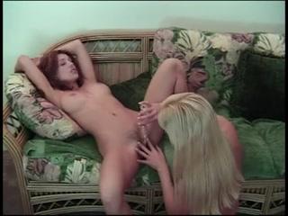 Porne Schoolgirl licking lesbiana