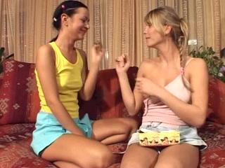 Fuckk Maid orgasm lesbios