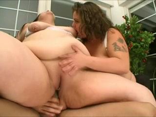Redhead lesbias sexu orgasm